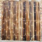 Donkere bamboe schutting